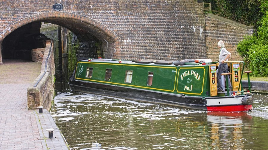 Life in the Slow Lane – The Joys of Narrowboat Living